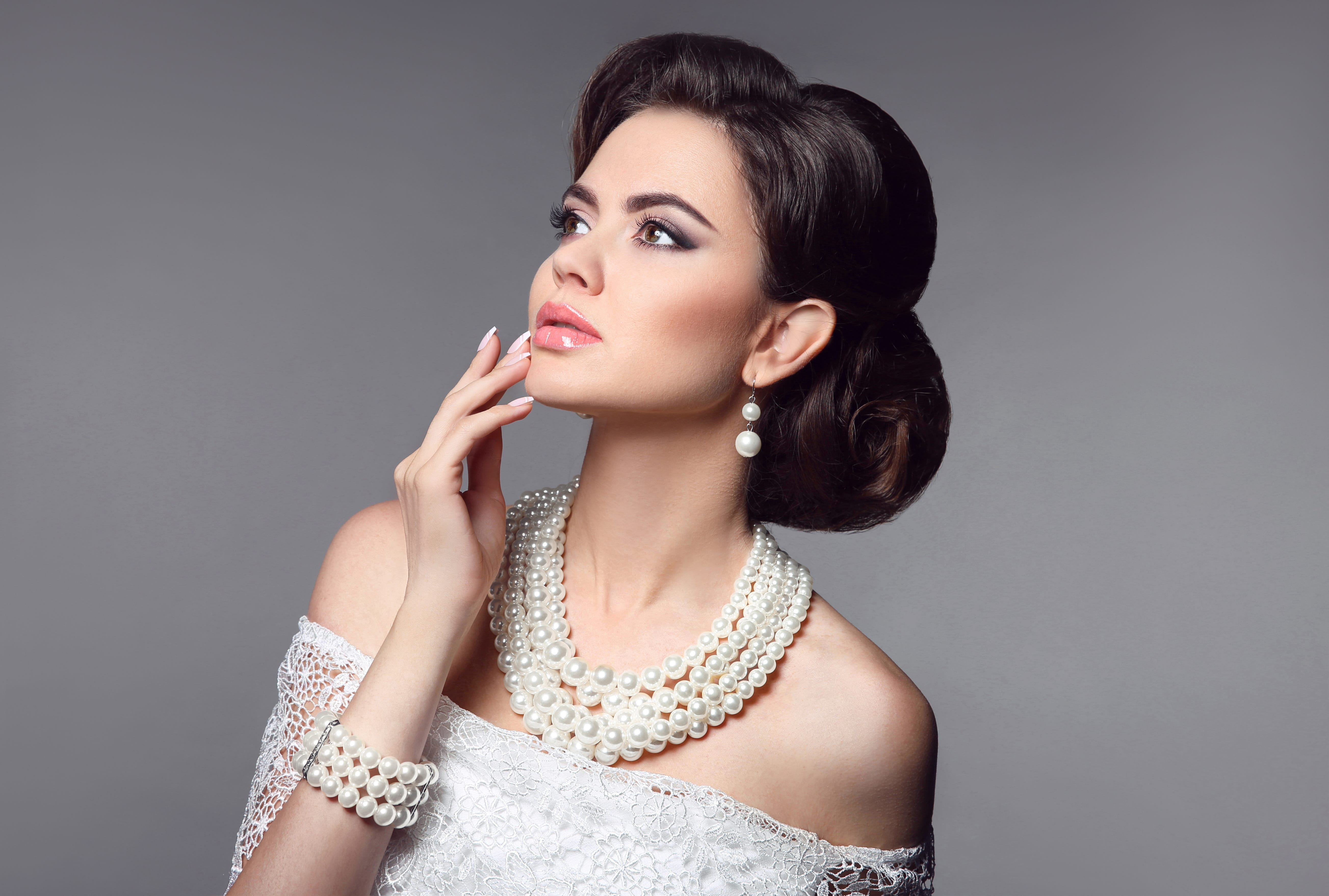 Beauty bride makeup. Elegant fashionable woman portrait. Retro hair style. Brunette model with pearls jewelry